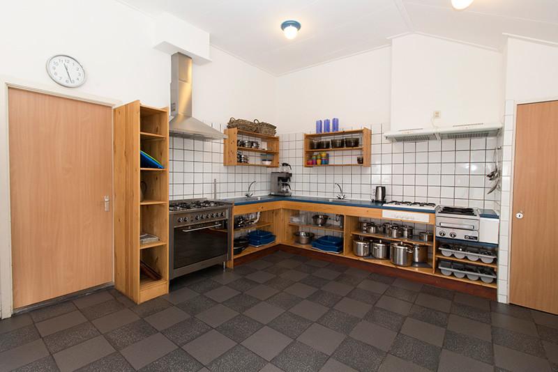 Groepsaccommodatie de delle de heidebloem - Ingerichte keuken ...